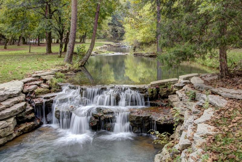 nature;water;stream;creek;river;flowing;fall;autumn;green;early fall